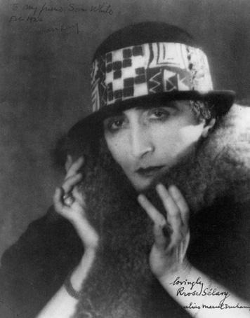 Marcel Duchamp como Rrose Selavy foto de Man Ray 1920