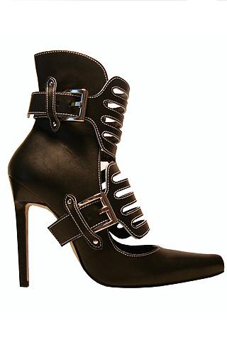 manolo-blahnik-fano-ankle-boots650