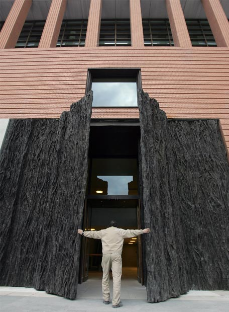 escultura_puerta
