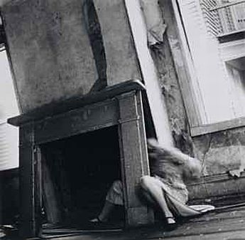 francesca_woodman_mantle